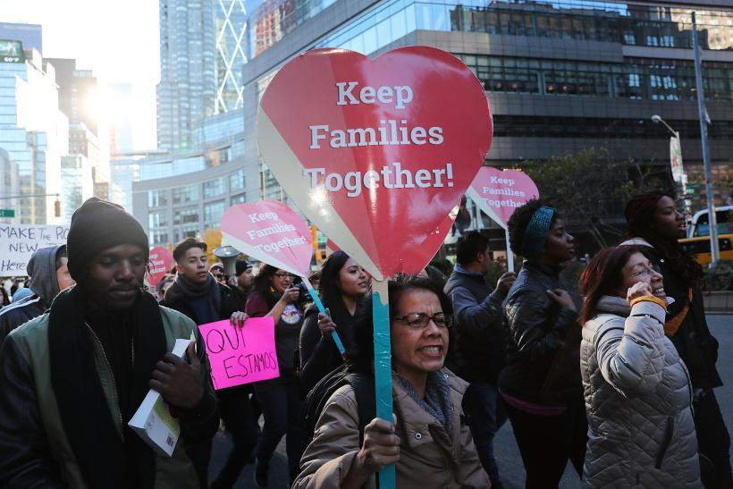 Apresan a 18 personas en marcha contra la deportación